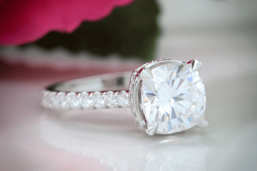 Advantages of Oval Engagement Ring